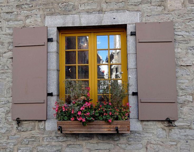 Des fenêtres d'hier et d'aujourd'hui. - Page 38 5a854210