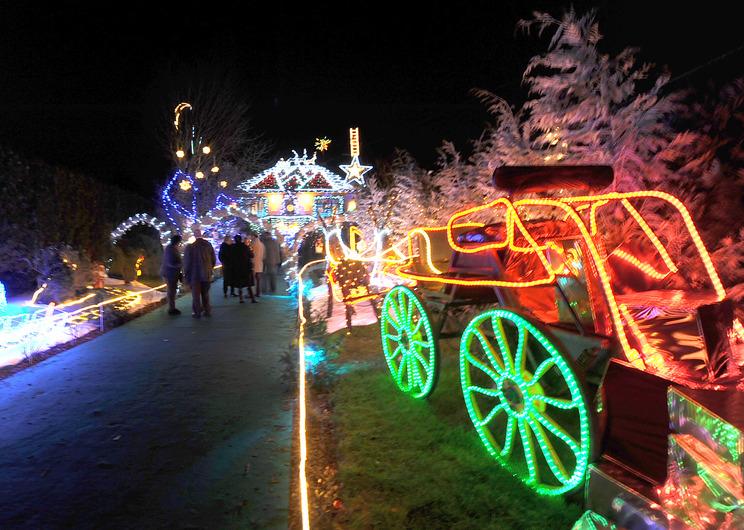 Les illuminations de Noël pour les fêtes 2.015   2.016 ! - Page 6 77809010