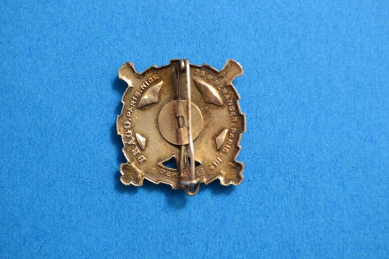 Insigne post 1956 du 42° R.A. Epoque Algérie. Fabrication DRAGO.- ESC 2 VENDU Dsc_3013