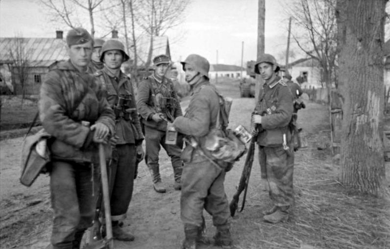 L'influence du camouflage allemand ww2, de nos jours. - Page 6 74310