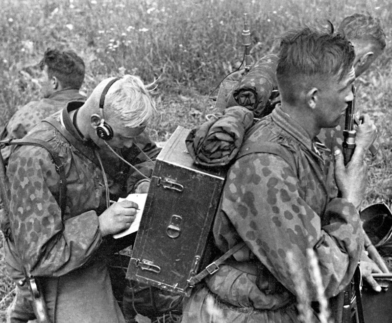 L'influence du camouflage allemand ww2, de nos jours. - Page 5 Azda10