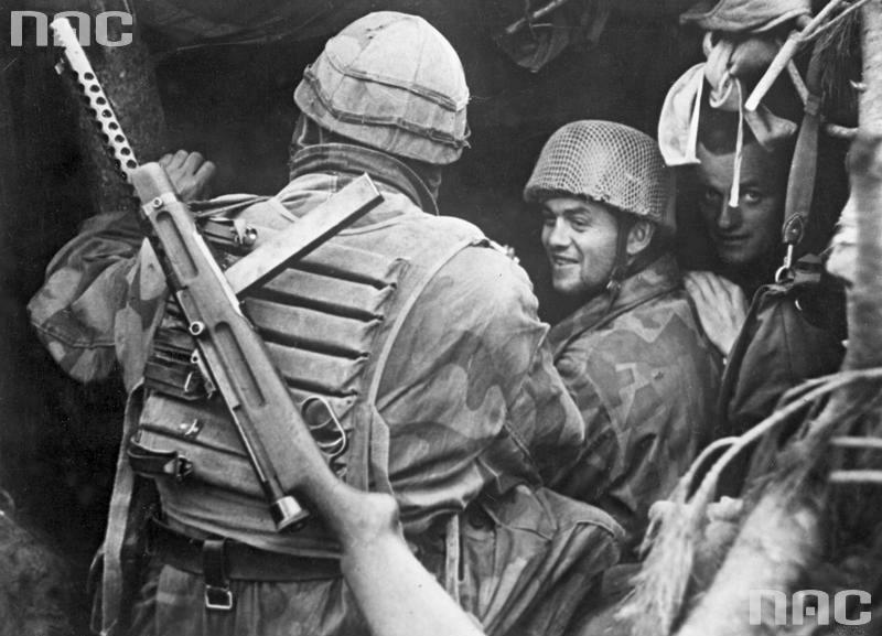 L'influence du camouflage allemand ww2, de nos jours. - Page 6 Oisrgy10