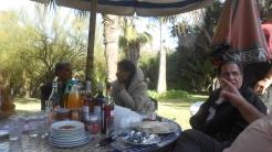 CPM - Quand la convivialité et l'amitié se concrétisent autour d'une table... Dscn4911