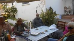 CPM - Quand la convivialité et l'amitié se concrétisent autour d'une table... Dscn4925