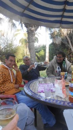 CPM - Quand la convivialité et l'amitié se concrétisent autour d'une table... Dscn4937