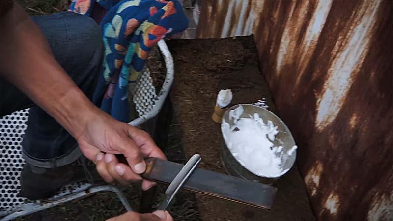 Samy Naceri nous propose sa technique de rasage au CC Naceri10