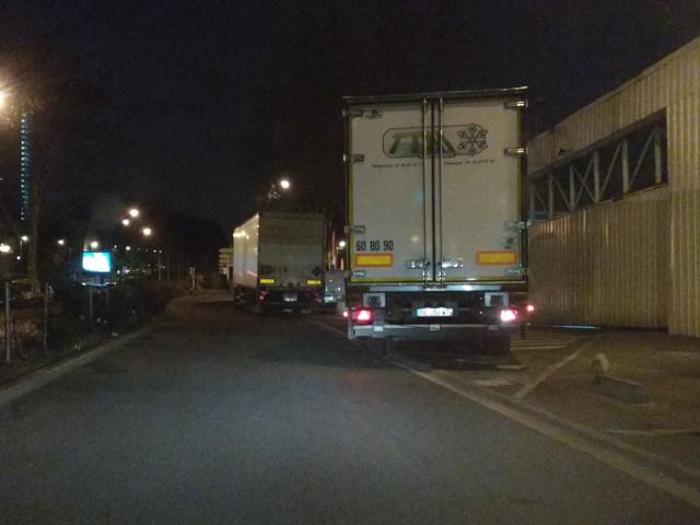 Tapages nocturnes sur la voie publique - Camions de livraison Auchan Img_2015