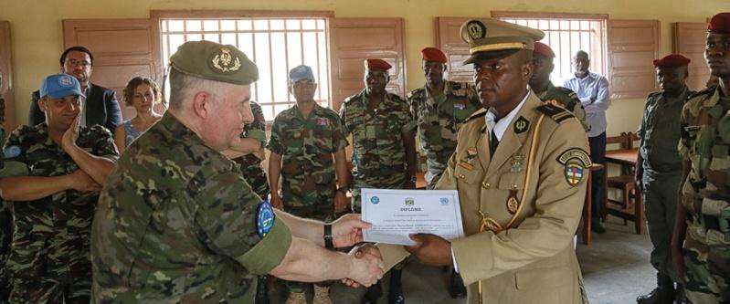 Armées de la République centrafricaine  - Page 2 2044