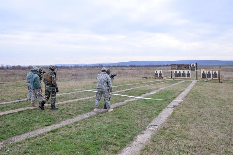 Forces armées moldaves - Page 2 2125