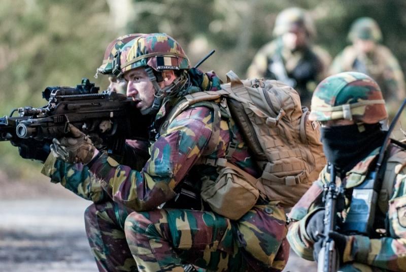 Armée Belge / Defensie van België / Belgian Army  - Page 2 2321