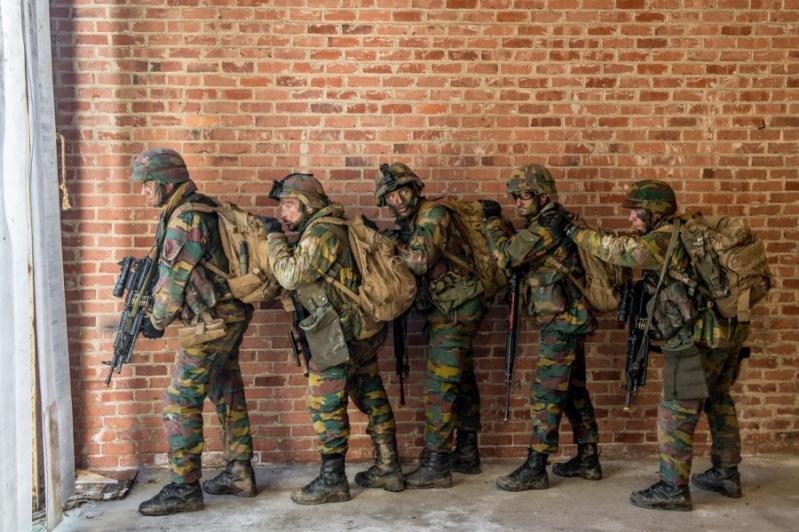 Armée Belge / Defensie van België / Belgian Army  - Page 2 2812