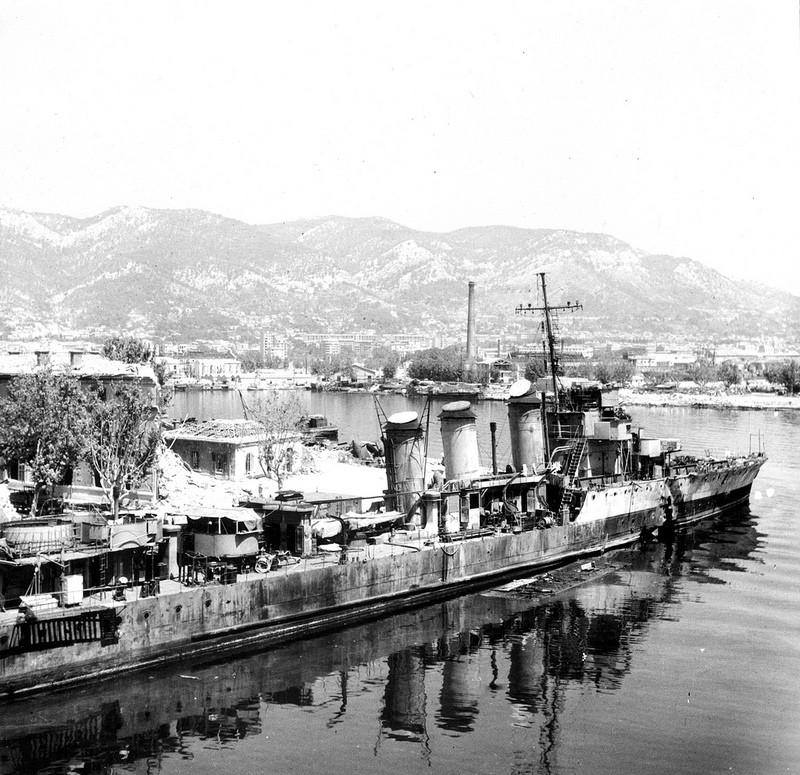 Les torpilleurs français Trombe19