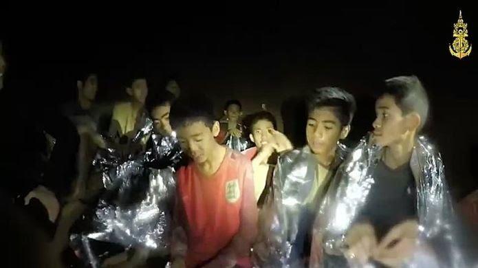 """أطفال الكهف"""" في تايلاند: إنقاذ جميع العالقين بعد 17 يوما من المعاناة 35879710"""