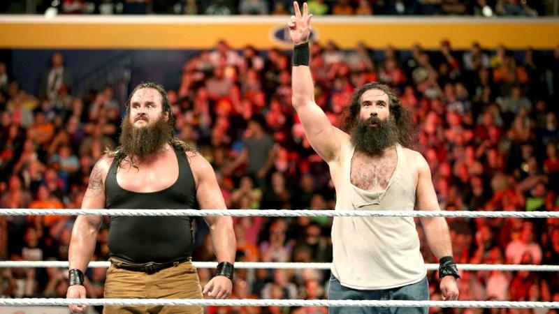 [Forme] Luke Harper peut-être blessé, Braun Strowman frappé par un fan à Raw (Mis à jour)  131_ra10