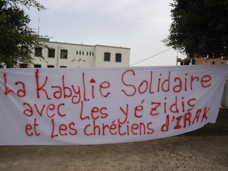 un rassemblement a eu lieu en kabylie pour soutenir les Yezidis et les chrétiens d'Irak m 121