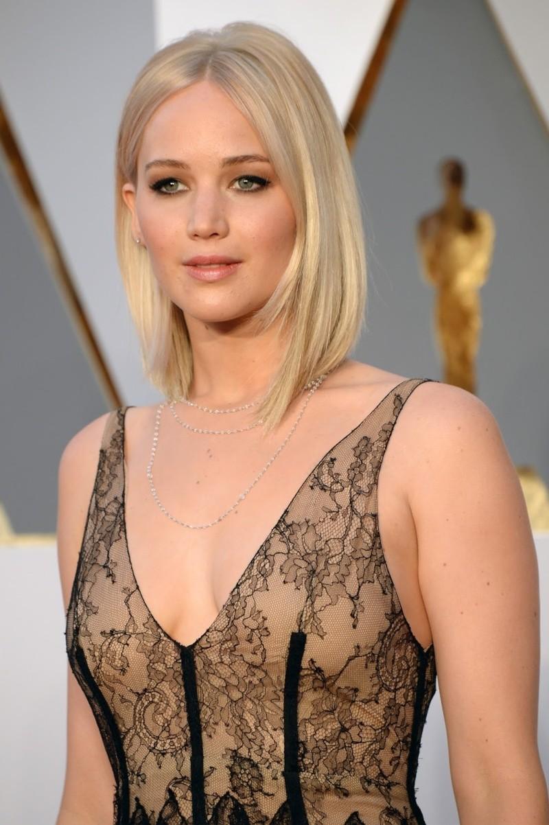 ■ Katniss Everdeen • Jennifer Lawrence ■ - Page 8 050-4410