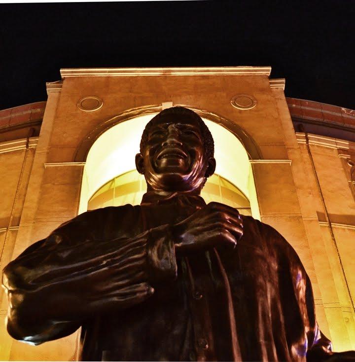 Première statue officielle de Nelson Mandela à Sandton en Afrique du Sud.  78258310