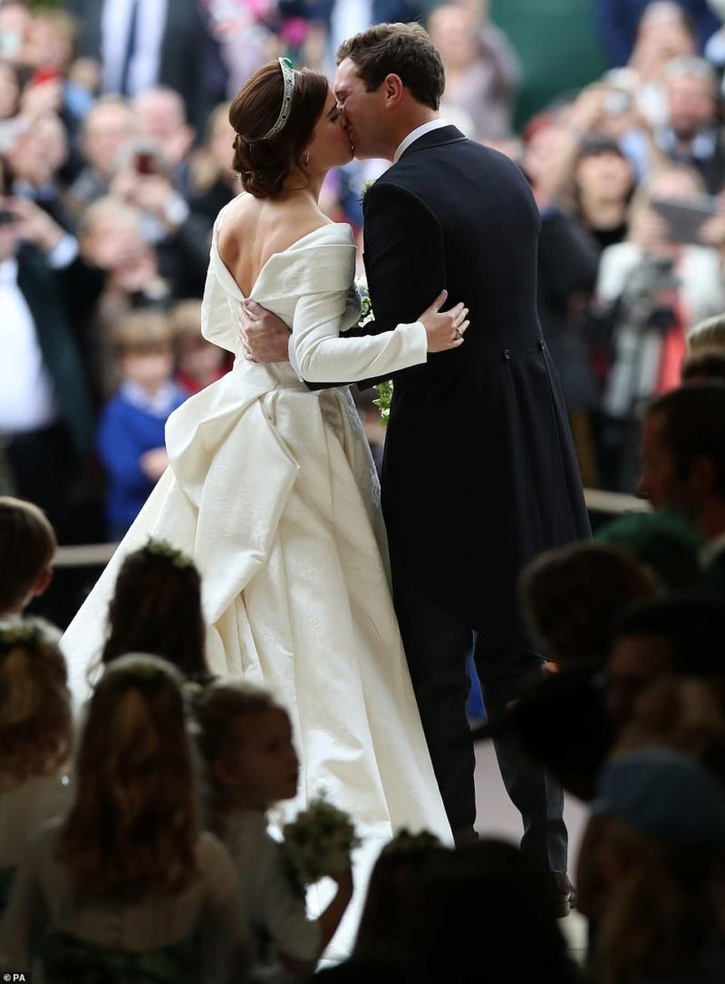 MARIAGE EUGENIE  AVEC JACK BROOKSBANK 12.10.2018 49870411