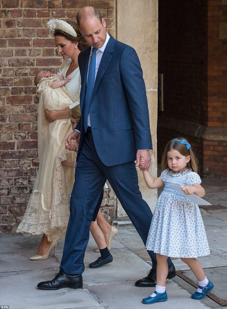 PRINCE WILLIAM  & CATHERINE  MIDDLETON - Page 2 4e10d910