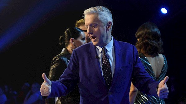 LOUIS WALSH  - Page 4 Louisw11