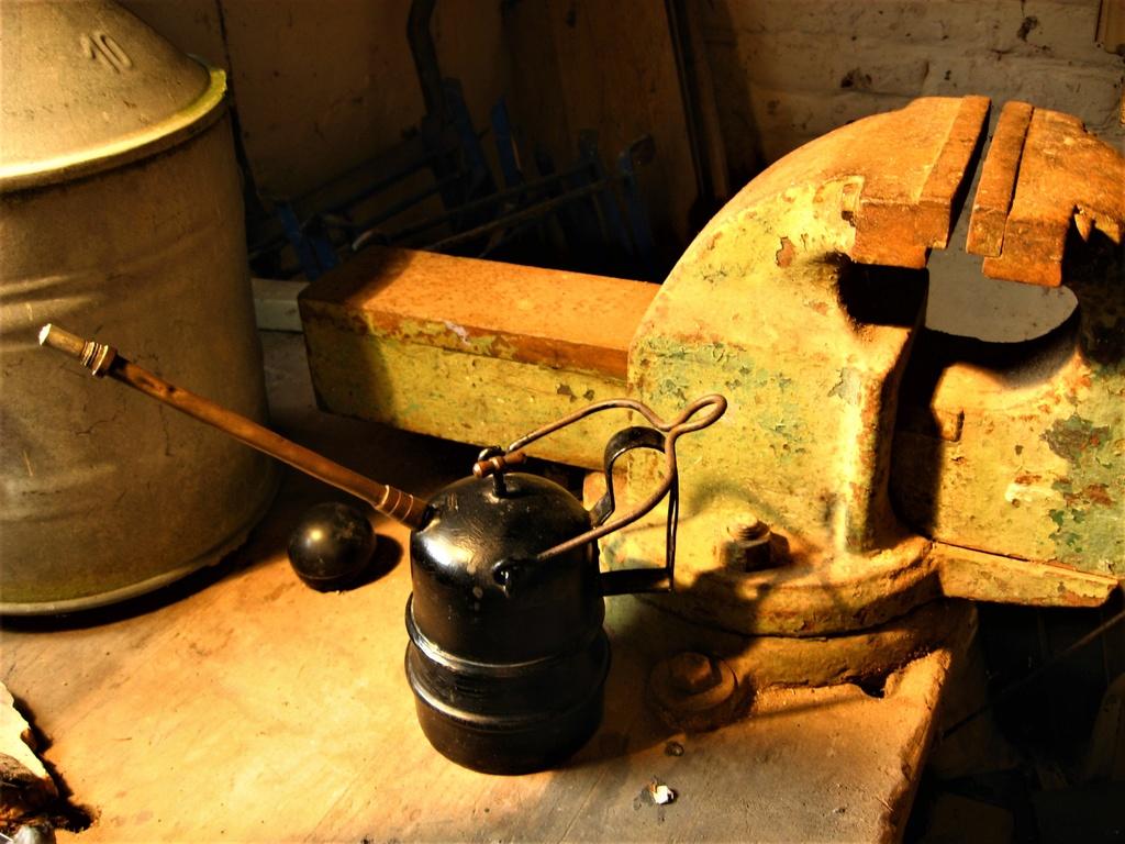 lampes de mineurs,  divers objets de mine, outils de mineur et documents  - Page 9 Img_1711