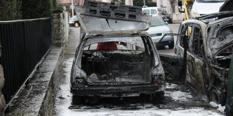 Incendie de voiture..... en cause ? 22773410