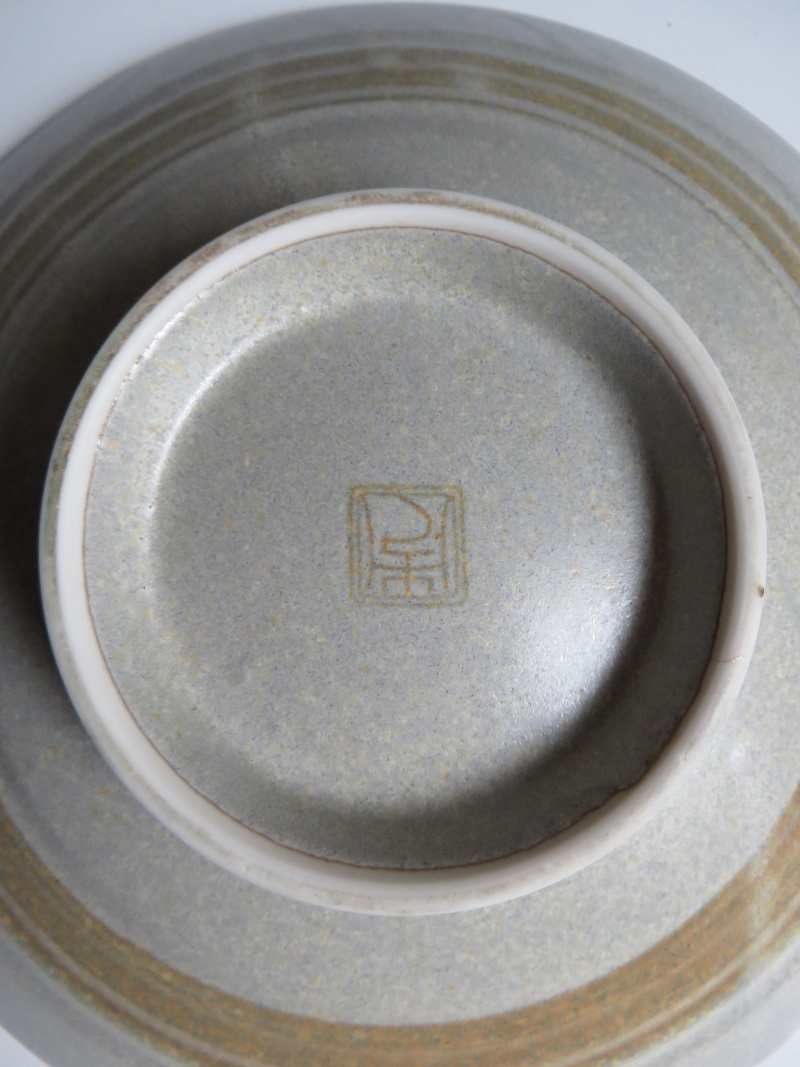 stoneware charger with black ink seal mark - Japanese tableware  Img_4310