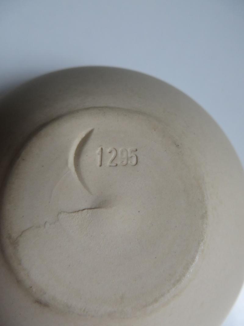 Nesting porcelain bowls glazed interior. Vincent de Rijk? Linda Bloomfield? Img_4318