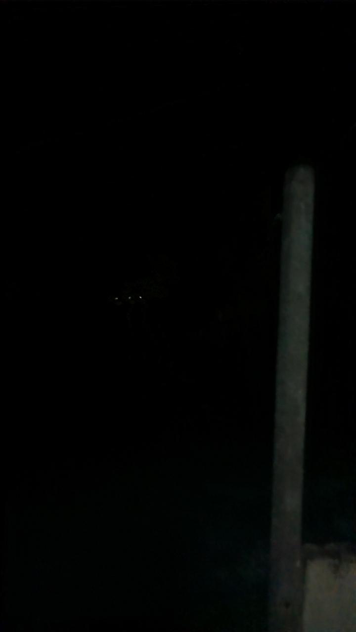 2016: le 10/02 à 20 h 12 - Boules lumineuses en file indienne -  Ovnis à SABLÉ-SUR-SARTHE (72300) - Sarthe (dép.72) Lumiyr10