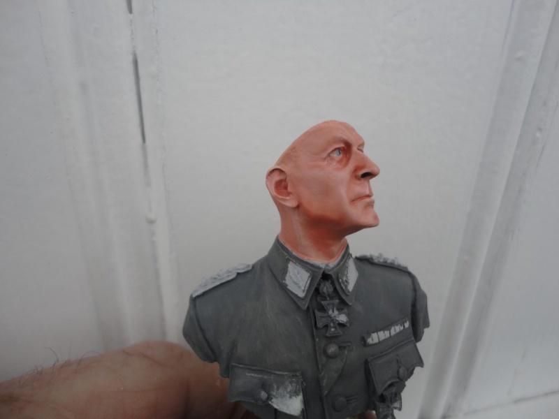 OFFICIER ALLEMAND   1/10  MARQUE ??   fini mis en galerie  Dsc09833