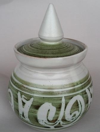 Hanmer Pottery mugs (4,5,6) and bowls (2) Hanmer10