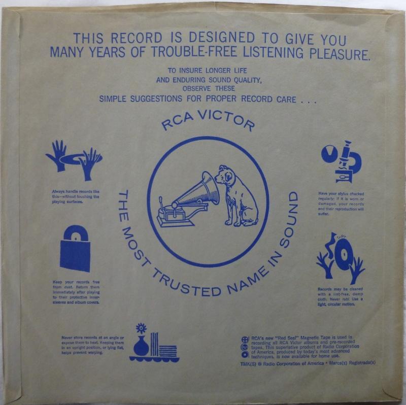 ELVIS' GOLD RECORDS  P1070036