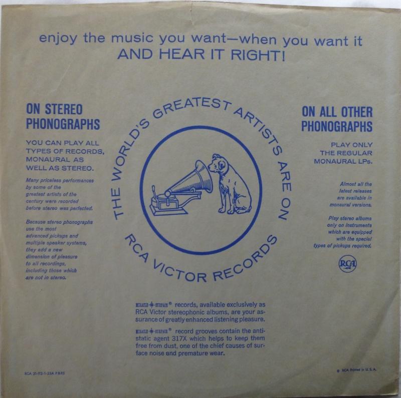 ELVIS' GOLD RECORDS  P1070037
