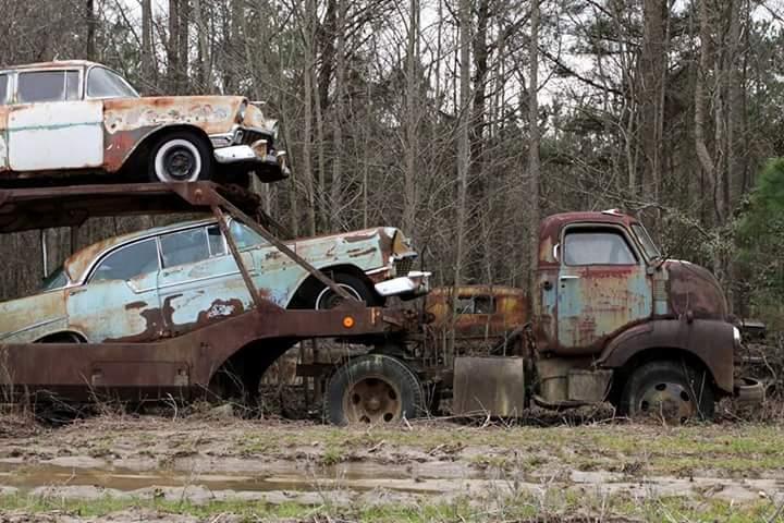 Transporteur autos Chevy en épave 1010