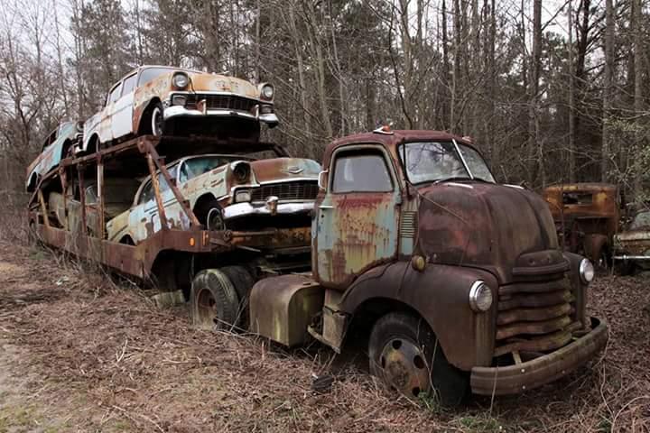 Transporteur autos Chevy en épave 110