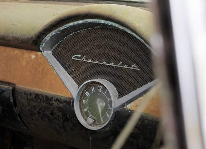 Transporteur autos Chevy en épave 1110