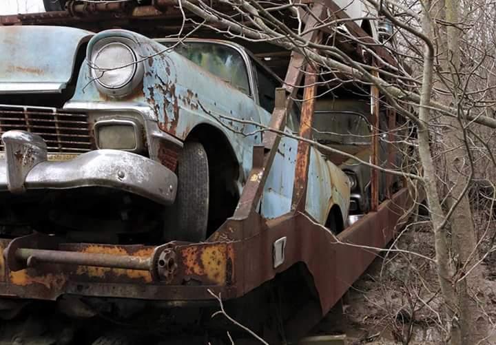 Transporteur autos Chevy en épave 210