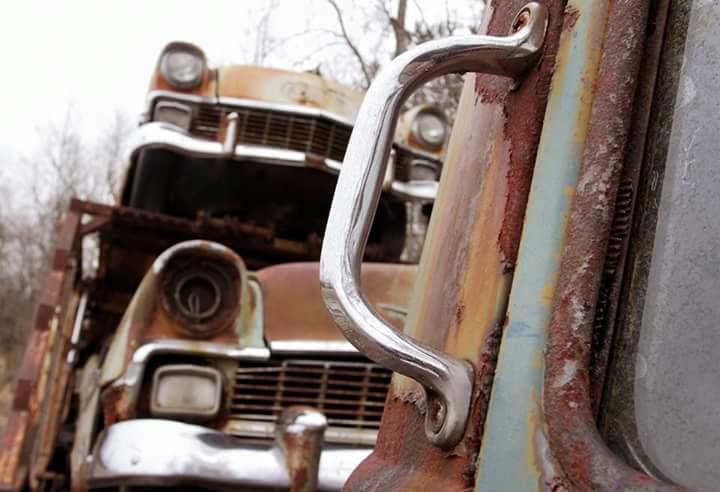 Transporteur autos Chevy en épave 610