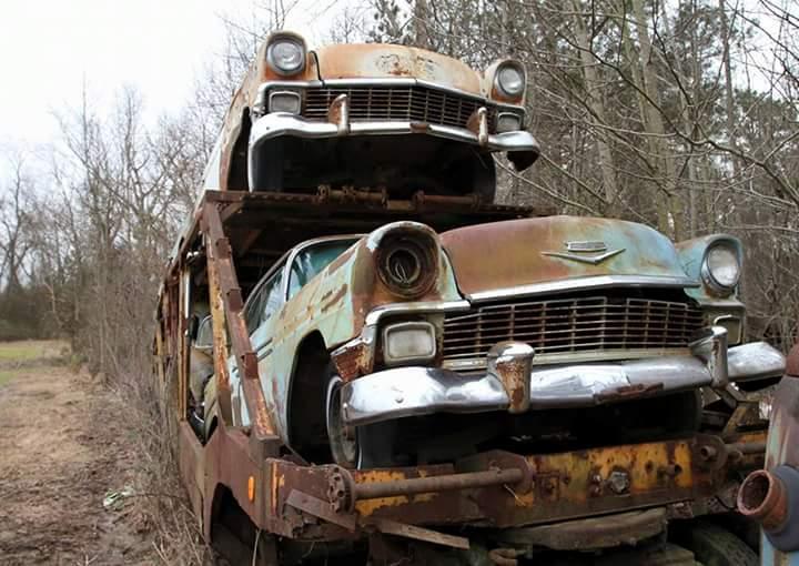 Transporteur autos Chevy en épave 710
