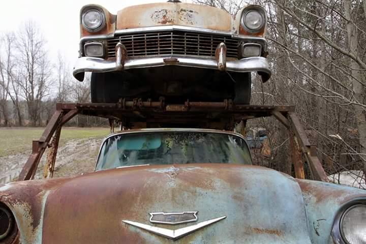 Transporteur autos Chevy en épave 810