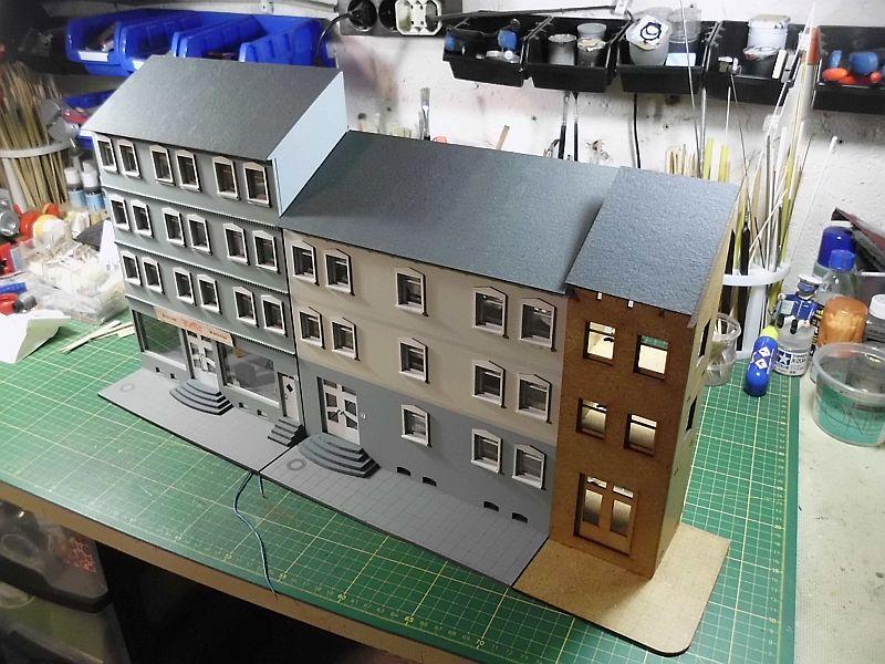 Wilamo - Häuserkulissen 1/45 kpl Strassenzeile - Baubericht - Seite 2 1123