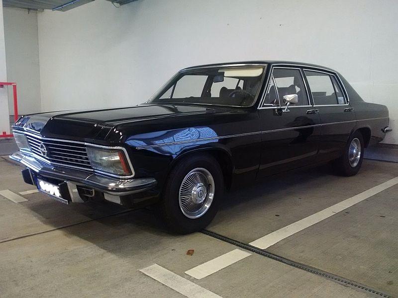 "Opel Admiral - auf dem Parkplatz ""schnappgeschossen"" 02.07.19 1132"