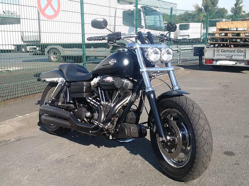 Harley Davidson Fat Bob - auf dem Parkplatz schnappgeschossen 11.09.19 1154
