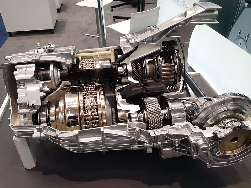 Aufgeschnittenes Getriebe Audi A4 und BMW 330 E 1155
