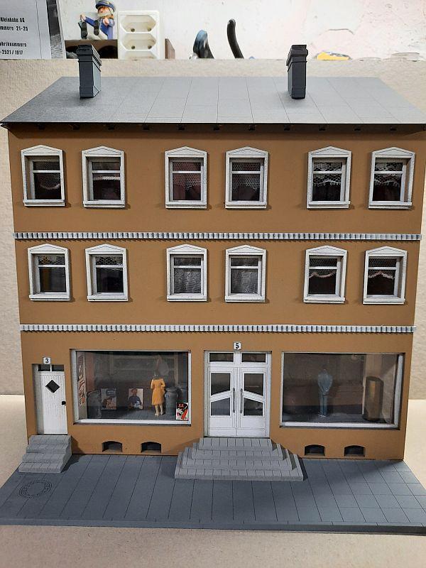Wilamo - Häuserkulissen 1/45 kpl Strassenzeile - Baubericht - Seite 5 1400
