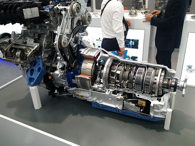 Aufgeschnittene Getriebe Audi A4 u. BMW 330 E 2128