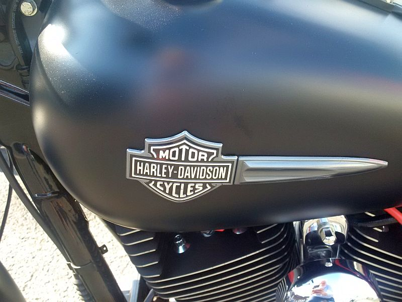Harley Davidson Fat Bob - auf dem Parkplatz schnappgeschossen 11.09.19 467
