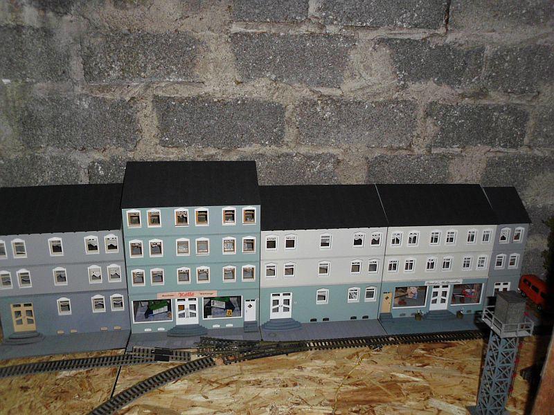 Wilamo - Häuserkulissen 1/45 kpl Strassenzeile - Baubericht - Seite 3 825