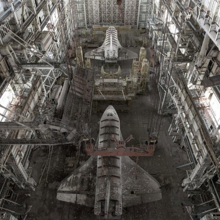 Russische Buran Shuttles in Baikonur - 30 Jahre abgestellt  Ad1zp810