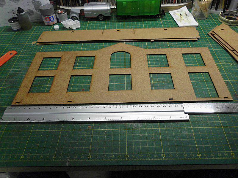 FPM - Models - Fabrikhallenkulisse - Lasercut-Bausatz in 1/45 Dsci0748